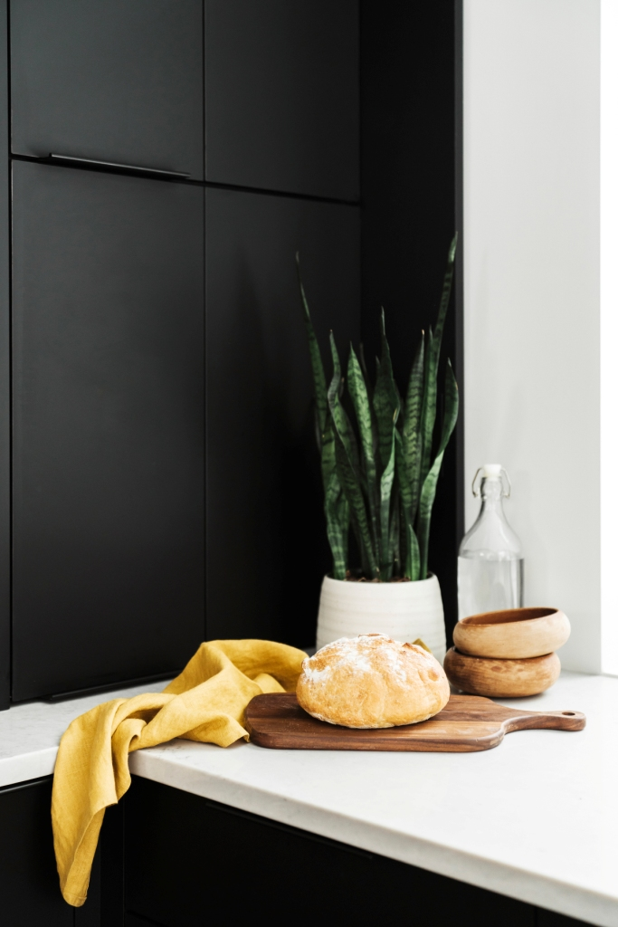 How to use black kitchen cabinetry
